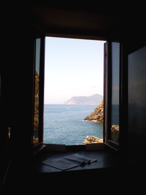 Non basta aprire la finestra il ricordo perduto - A finestra carmen consoli ...